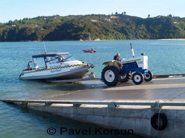 лодка трактор